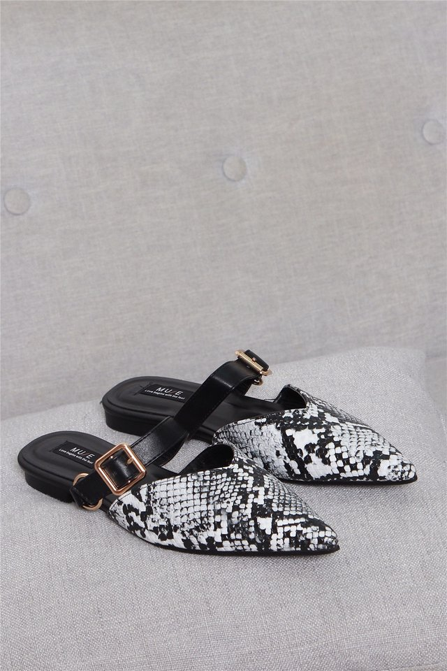 Colourblock Buckle Sliders in Texture