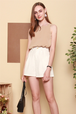 Belted Basic Shorts in White