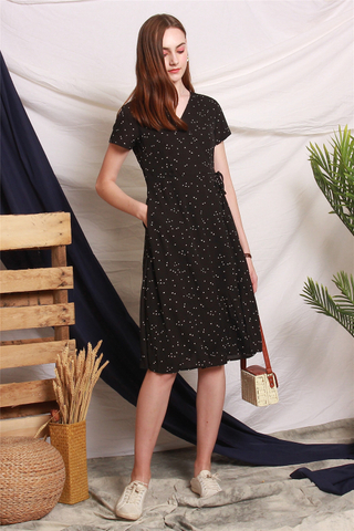Heart Prints Wrap Tie Midi Dress in Black