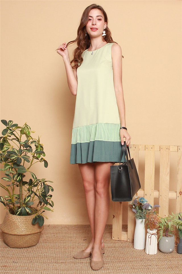 Textured Pleats Colourblock Shift Dress in Matcha