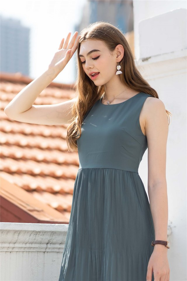 Fine Pleats Sash Dress in Teal