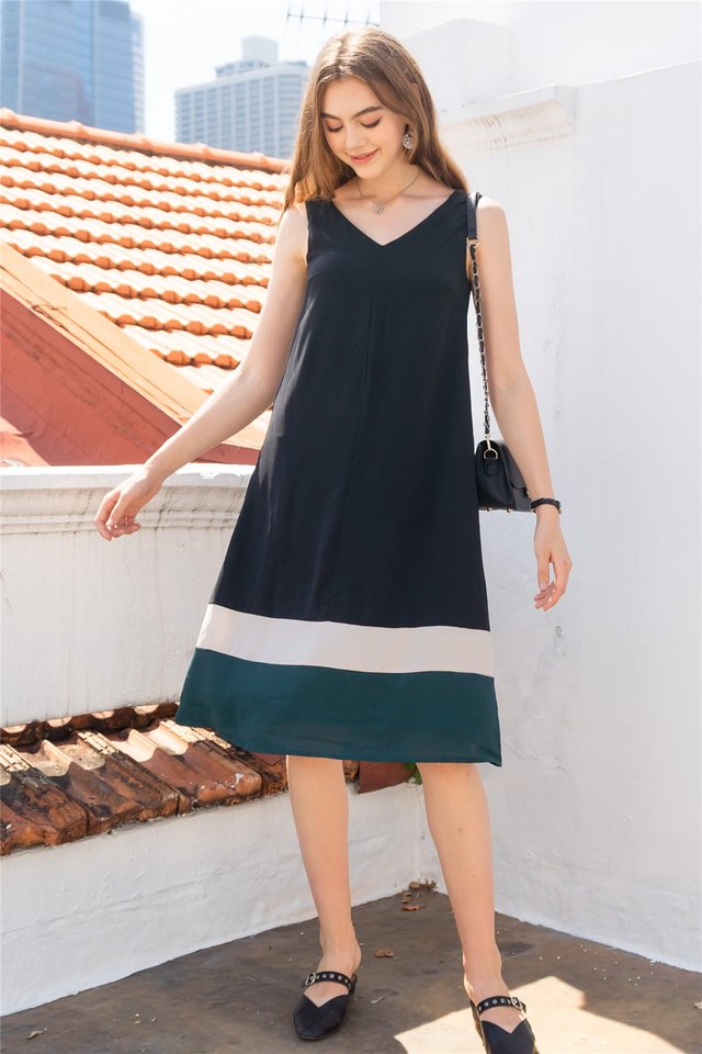 ACW Triple Colourblock Flowy Midi Dress in Black