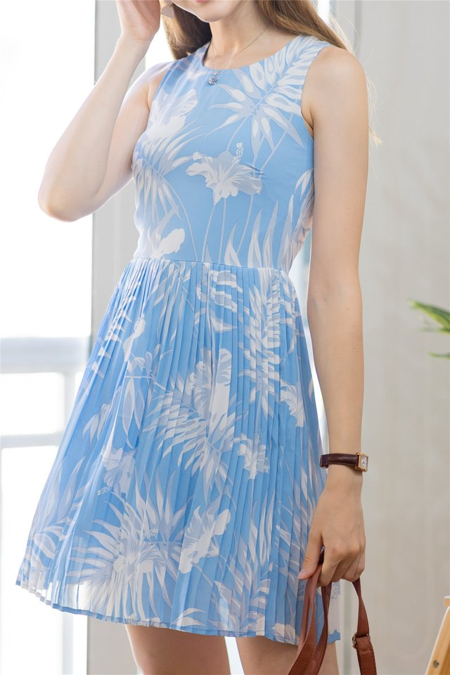 Printed Pleats Babydoll Dress in Blue