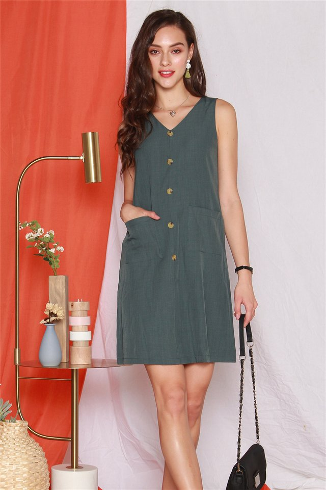 Button Panel Pocket Shift Dress in Emerald