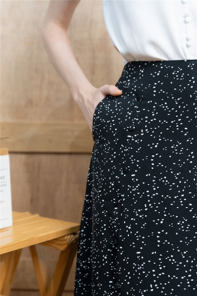 *BACK IN STOCK* Polka Dot Printed Midi Swing Skirt in Black