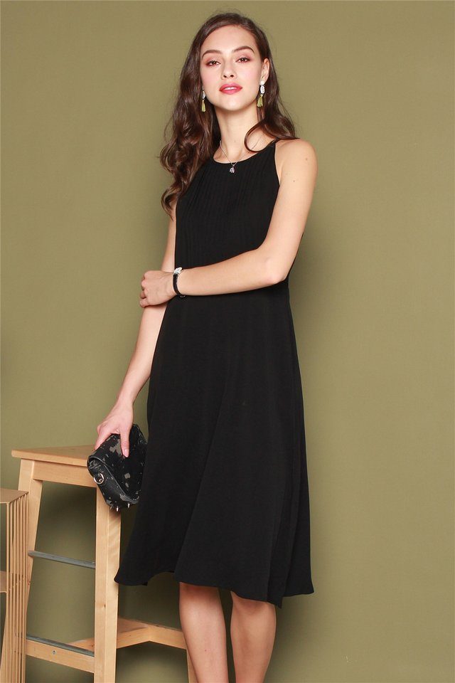 Front Pleats Midi Swing Dress in Black