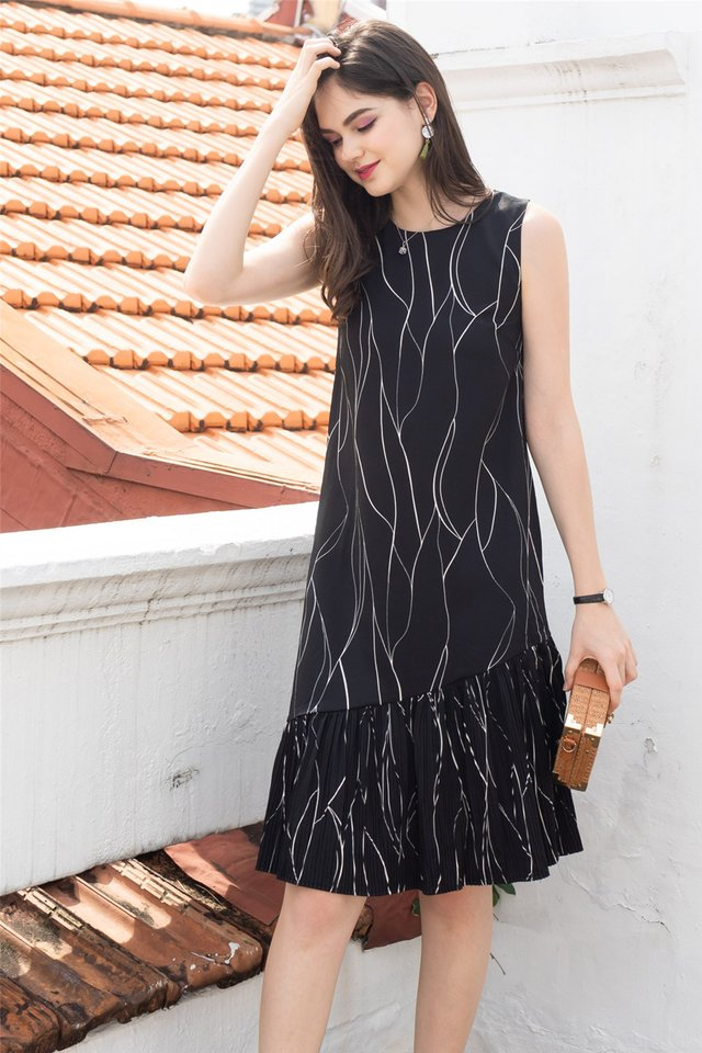 Sketch Lines Pleated Hem Midi Dress in Black
