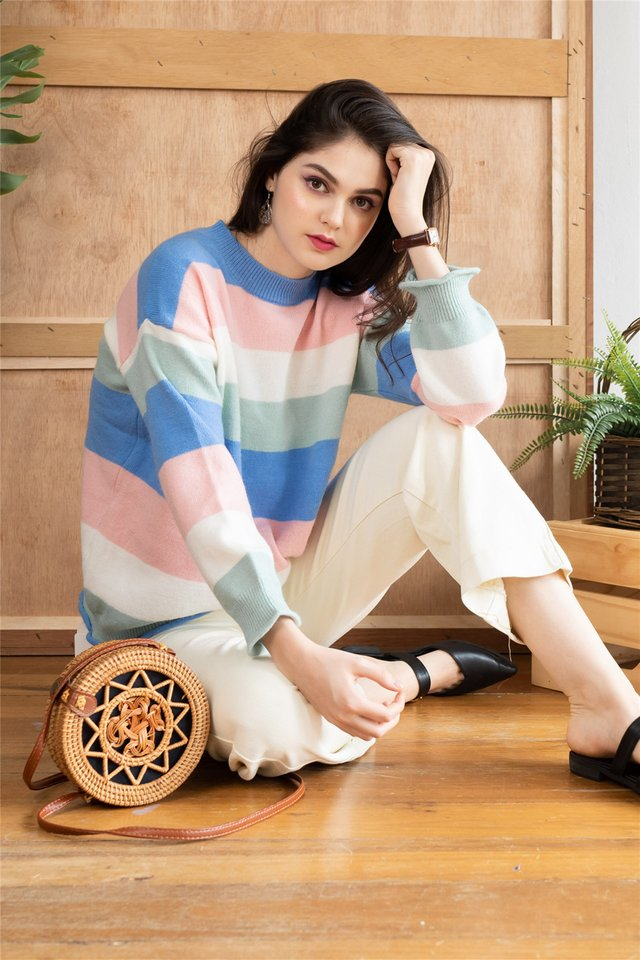 Colourblock Panel Soft Knit Sweater in Blue