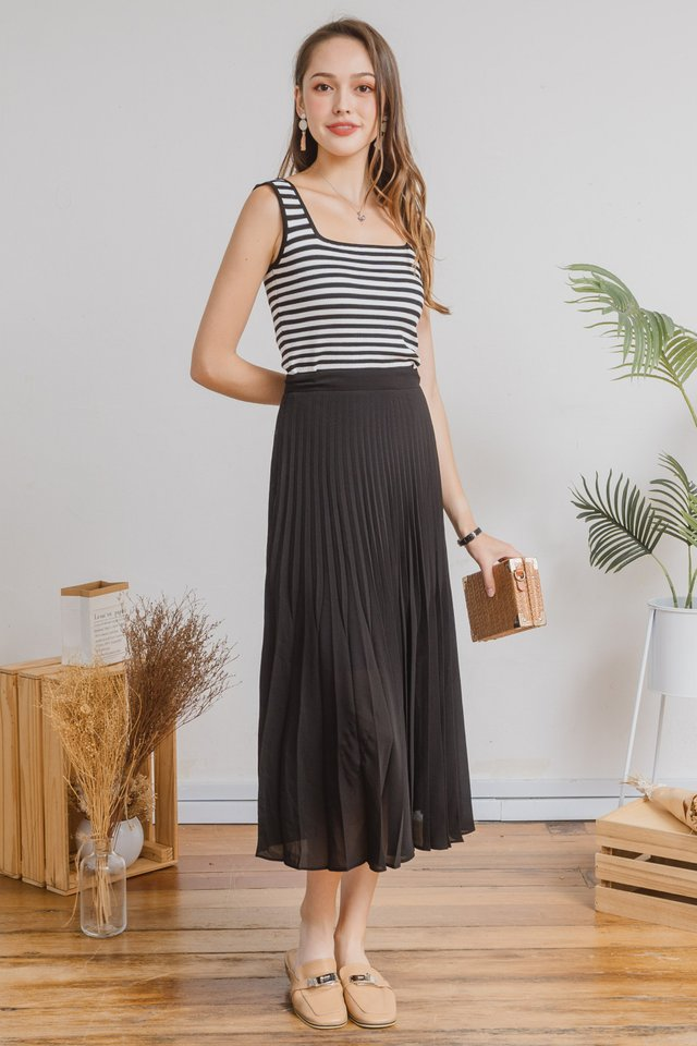 Fine Pleats Midi Skirt in Black