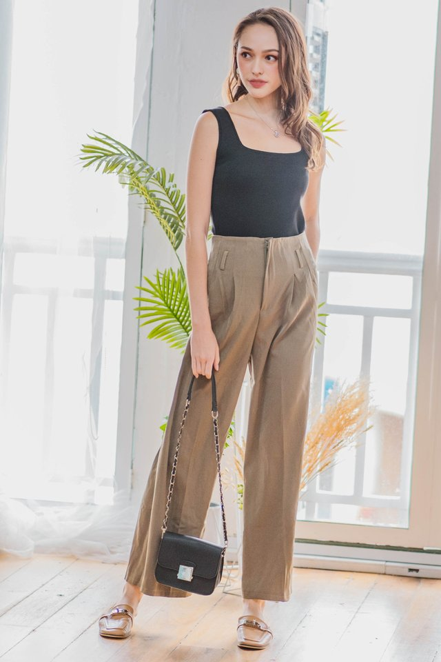 Straight Cut Zipper Trousers in Olive