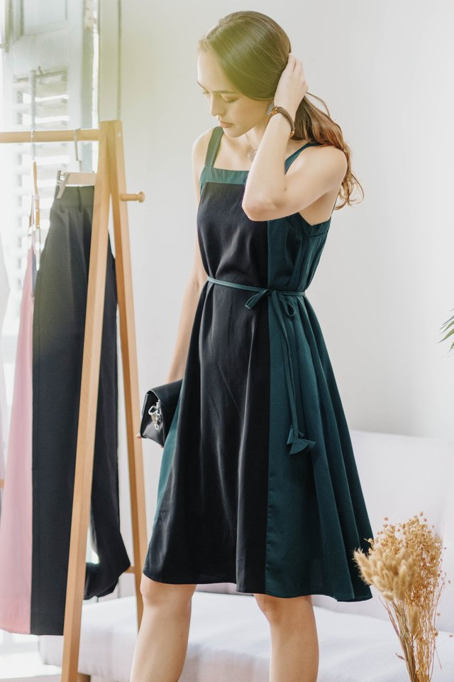 ACW Colourblock Tassel Sash Midi Dress in Black