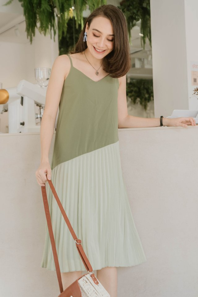Colourblock Pleated Cami Dress in Moss Green
